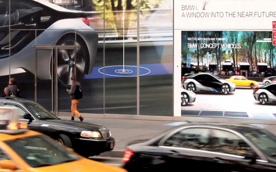 BMWi Woman walking by experience