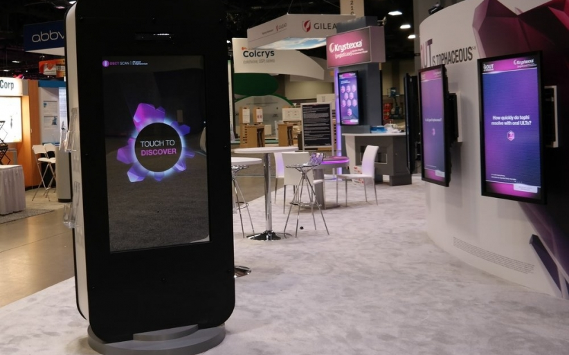 Interactive mirror trade show design 1000x667